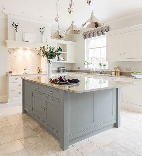 Tom Howley's classic Hartford design (Beautiful Kitchens - January 2015 UK):