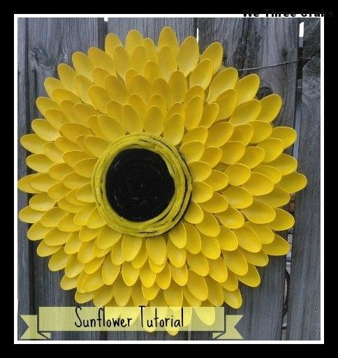 10 clever crafts using plastic spoons - Sunflower wreath