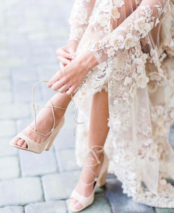 "Wedding Sparrow (@weddingsparrow) på Instagram: ""Shoe game strong - LOVE these @calvinklein beauties Image by @lmartinwedding, venue…"":"
