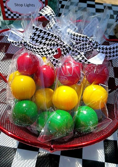 These stoplight play balls make great party favors for your party guests to take home from your Hot Wheels themed birthday!: