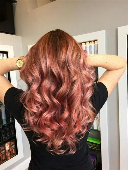 Blonde roots are really cute with rose gold hairstyles!
