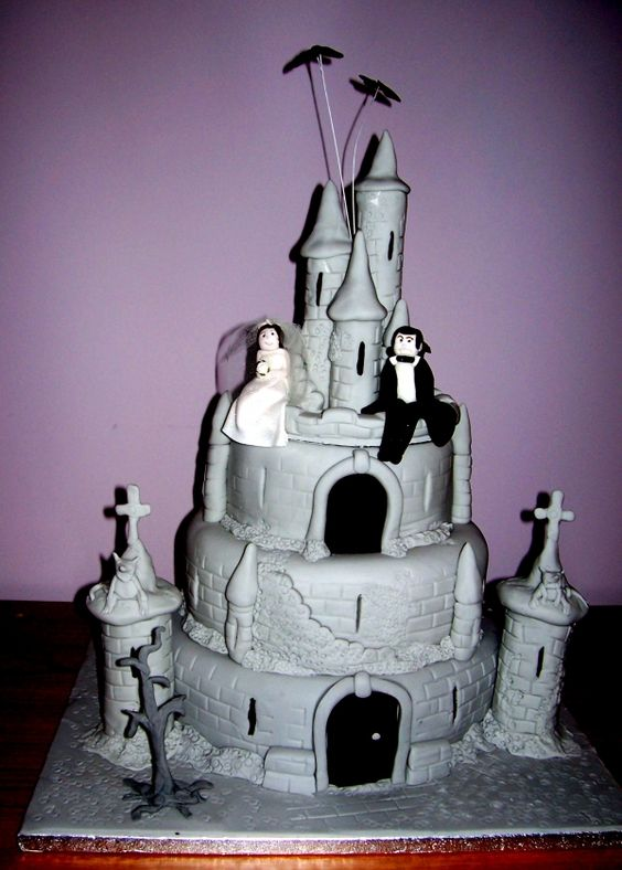 Count Dracula and his brides castle cake Pinterest