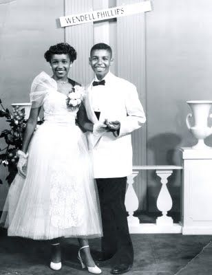 5373eb69ba08d0c54f46bc9bb5143af0 15 Vintage African American Prom Dress Pictures