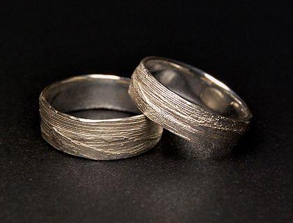 Alexandra Baum Schmuck Design Frankfurt Struktur Ring Naturmaterial Gras Silber Gold Trauringe