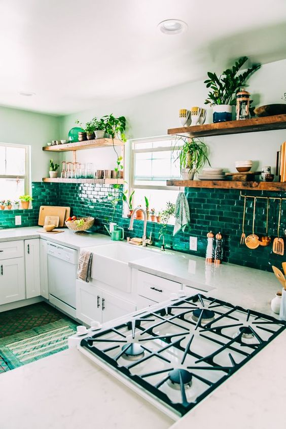 Green and white color scheme, which makes it feel light and airy #kitchen #kitchenidea http://www.cleanerscambridge.com/: