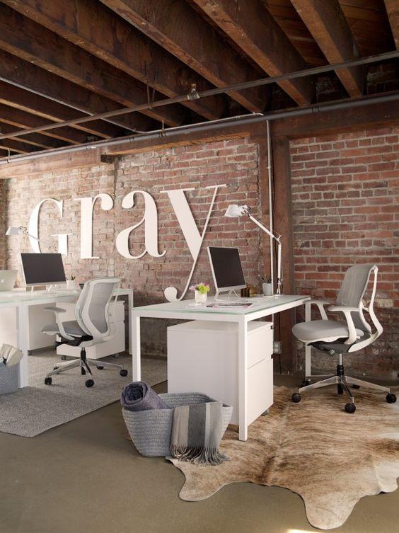 Werkplek inspiratie   Stoere, industriële werkplek met exposed brick wall