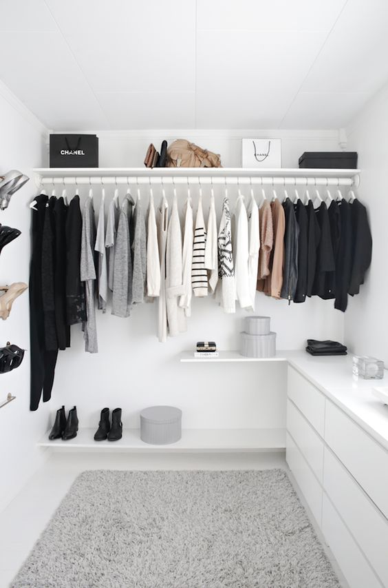 A FASHIONABLE HOME: MINIMAL + BRIGHT WALK-IN CLOSET: