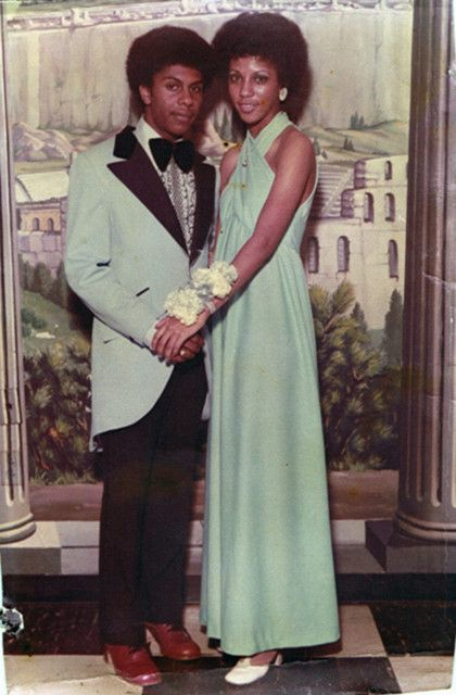 693d7d012999449b3a2d36b34a575e51 15 Vintage African American Prom Dress Pictures