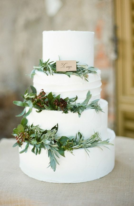 Create the ideal rustic winter wedding by adding fresh, seasonal greenery to your cake.: