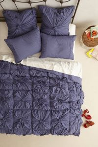 Rosette Quilt #athropologie | Decorating Ideas | Pinterest ...