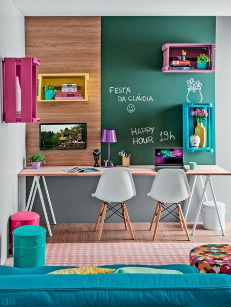 Decoração de quarto, uso de painel de madeira e tinta para quadro.: