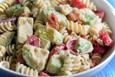 Creamy Bacon Tomato and Avocado Pasta Salad:
