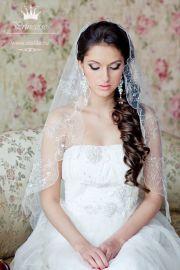 wedding curls and veils