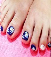 white flower toe nails