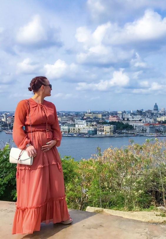 Perfect vacation maternity dress.  Pin now, shop later.