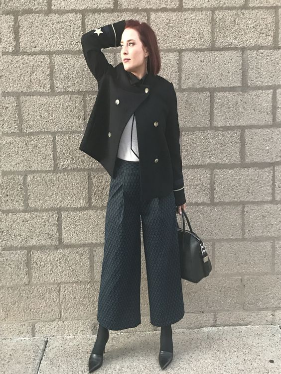 How to wear culottes when you're short.  Pin now, read later.