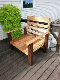 Oversized pallet chair