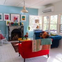 Red and blue sofa, turquoise walls, all that beautiful ...