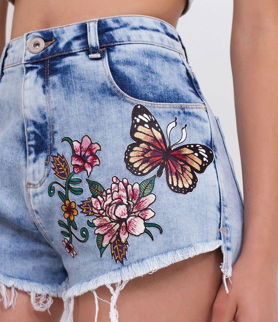 Bermuda feminina Modelo Hotpant Com patches Marca: Blue Steel Tecido: Jeans Modelo veste tamanho: 36 COLEÇÃO VERÃO 2017 Veja outras opções de bermudas femininas .: