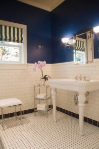 Navy Blue and White Bathroom...this would work really well ...