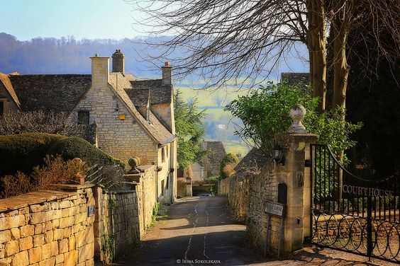 Деревня Пейнсвик, Котсуолдс, Англия.: