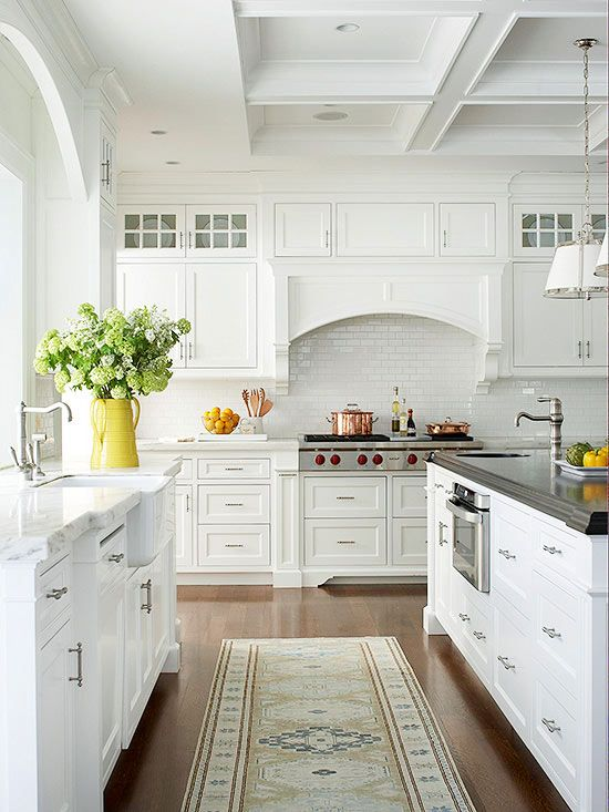 Elegant all white kitchen: