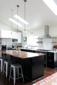 vaulted kitchen 7. Take note of the microwave nook ...