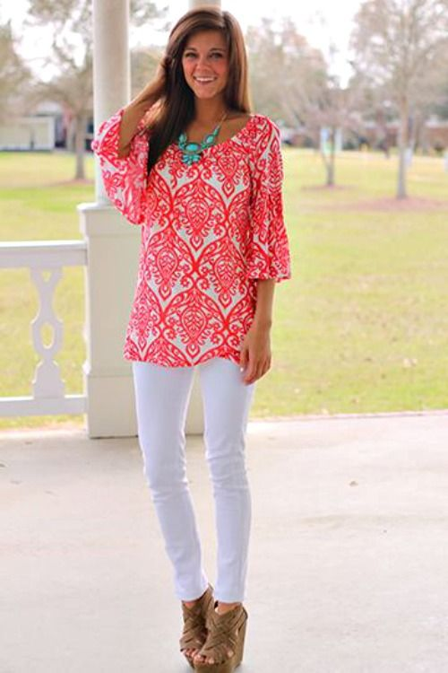 Don't think I could pull off white pants, but love this top and the color scheme: