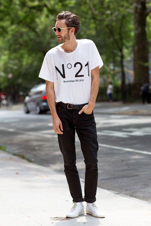 ビッグサイズのプリントTシャツをブラックデニムにタックインする夏アメカジ
