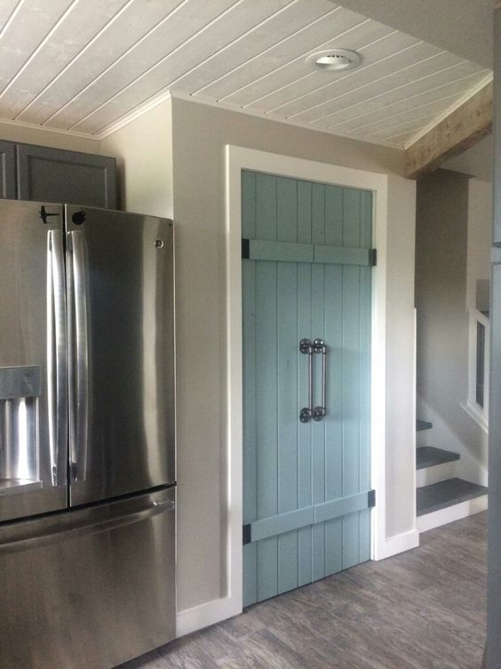 pantry door paint color