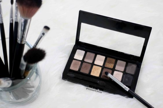 The Pretty Maybelline The Nudes Palette
