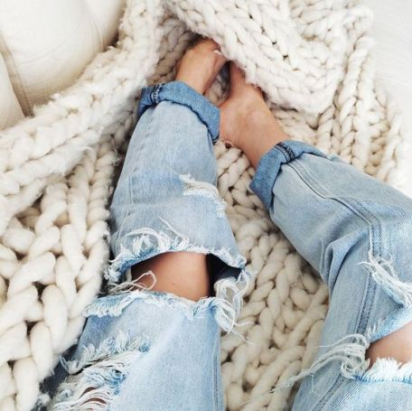 Wearing distressed denim is easy tips to add some edginess to your outfits!