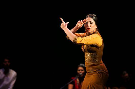 Los bailes típicos de Andalucía destacan por la pasión que desprenden sus bailaoras y bailaores.