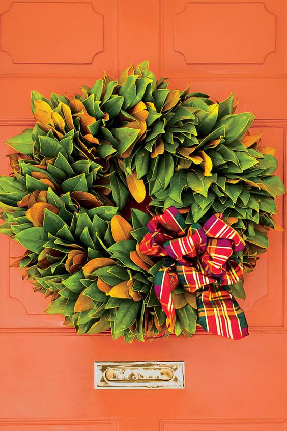 54 Festive Christmas Wreaths: Classic Magnolia Wreath: