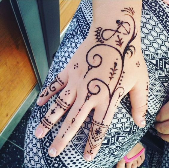 outstanding-mehndi-design-ideas-for-hands: