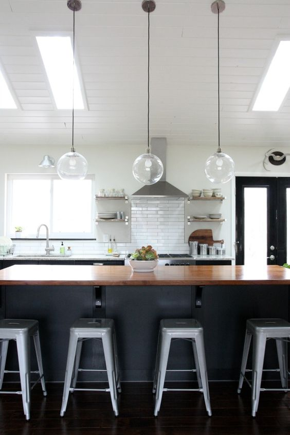 Amazing vaulted ceilings in the kitchen/living room area
