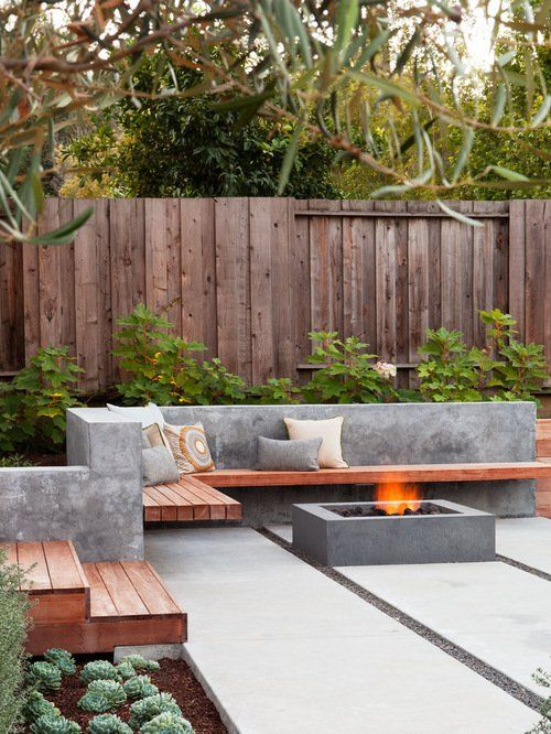 Contemporary+patio+with+minimal+decor+and+fire+pit: