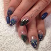 accent nails peacocks and feathers