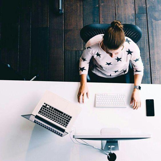 Women workstation. #Apple #Macbook #MacbookPro #RetinaDisplay #Simplicity #Technology #Laptop #Workstation #Apple: