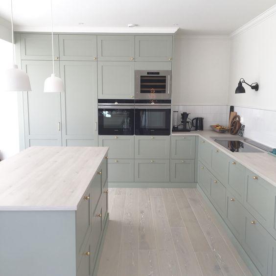 Grönt kök - IKEA med luckor från Järfälla kök: