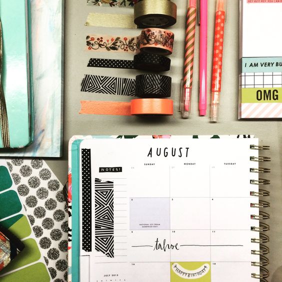 "ifiwereabluebird: ""Hobbies? Organizing my agenda. Wait. That doesn't sound fun. Jammin' on my planner"". - Leslie Knope:"
