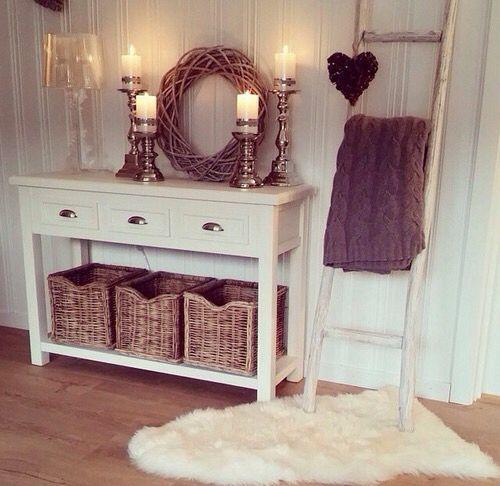 White, cozy, shabby chic decor: