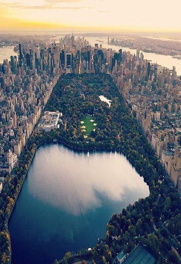 J'aime voyager à New York parce-que ma famille habite à New York. Il y a beaucoup de faire.: