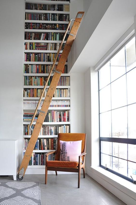 Stunning home libraries, what could be better? Let's take a look at 15 home libraries that have caught my design eyes. Ready to curl up with a good book?