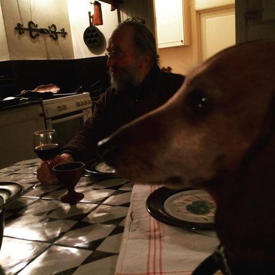 Dinner ce soir @ Gunillaberg. #tageandersen #gunillaberg #bottnaryd #jönköping #småland #dashshund #tax #atavola#uniqueartist #kvällsmat: