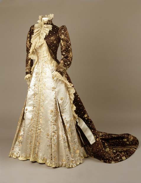 Tea gown by Charles Frederick Worth, ca 1890-95, Royal Ontario Museum: