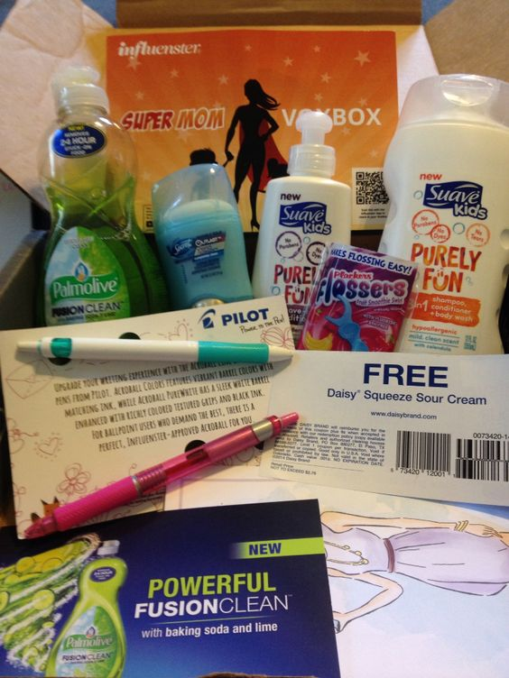 Palmolive fusion clean w/baking soda and lime, Secret outlast xtend, Suave Kids Purely Fun, Pilot Acroball, Plackers Flossers Fruit Smoothie Swirl, and Daisy Squeeze Sour Cream. #SuperMomVoxBox: