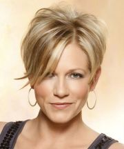 short wispy hairstyles women