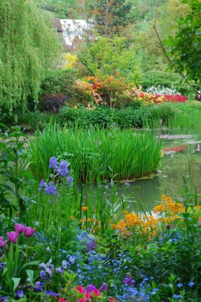 Giverny. Monet's garden in France. Must-see for springtime in Paris!: