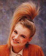 80s side ponytail fashion